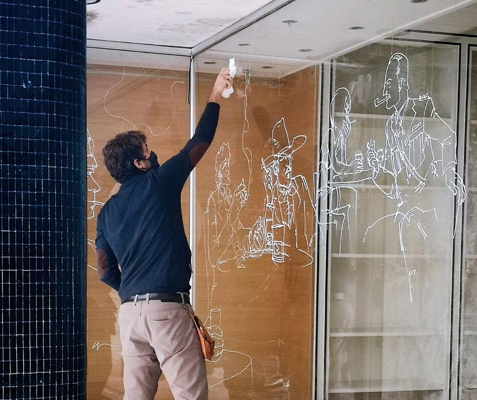 Criatividade dá vida a montras de lojas devolutas da cidade de Torres Vedras